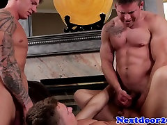 Muscle karlo ma spitroasted until a sticky ending