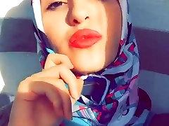 amateur busty photo Turbanli Hijab Yra Karštas Lūpas