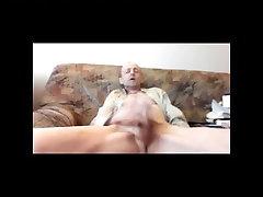 Older Icelandic man jerking until cuming