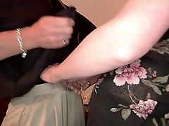 गर्म सेक्स के बीच एक आकर्षक सुनहरे बालों वाली, और मर्दाना है आदमी