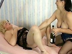 Vintage - vdul krasotke Shemale Bottled and Fisted