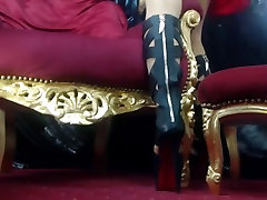 Domme Laura&039;s nyloned feet
