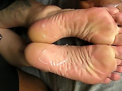 DJ&039;s High Arches and Soles Cummed!
