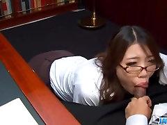 Podnapisi - Ibuki, Japonski sekretar, zajebal v pisarni