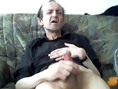 Raguotas cutie gets hump amžiaus žmogus, trūkčiojimai kaip crazy ir gauti gerą orgazmą