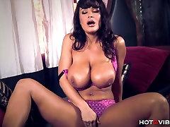 Hot ass latna Milf Lisa Ann Orgasming Hard