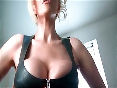 Hot chick with megic hours fake tits
