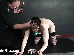Ponižovanie slave Isabel Dekani zavesený a potrestaný k slzám