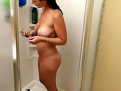 Christina Model shaves her pussy
