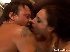 Brunette marilu se entrega por webcam Tries Deep Anal