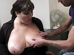 Karšto biuro sekso su busty sekretorius