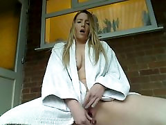 Bored housewife finger blasts herself outside