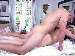 seachchilenas amateur - Ryan Smiles gets a rub down