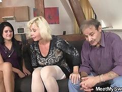 Prvo srečanje vodi do stare-mlade v troje