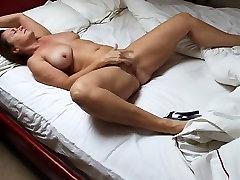 Mature Masturbate on Bed