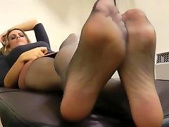 Juodos pėdkelnės kojas po darbo