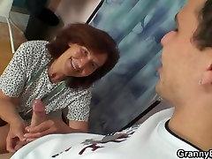 सिलाई दादी अपने shower dubul मुर्गा