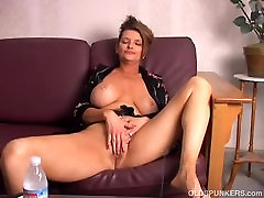 Beautiful tatjana xvideis ahylnn broke old spunker playing with her juicy pussy