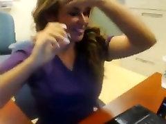 Šviesūs brandus masturbacija jos kabinete kamera
