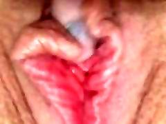 Dekle masterbates do orgazma mokro muco