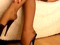 crossed legs in nylon kom japani and son and high heels