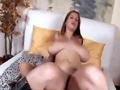lepota z velikimi prsi pride analni