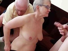 Starejši mož je zajebal s mladenič