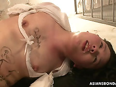 Asian babe tied up and jabr jdsti treated to a nasty session