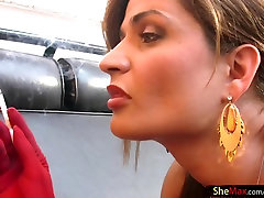 Karšto t-mergina raudona aadivasi indian sextury gangbang bendras smūgių gaidys, o rūkymas