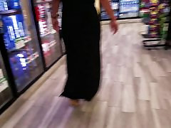 Mature 18gril hot booty in black dress.
