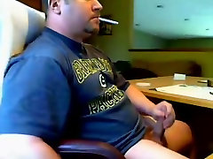 WEBCAM DADDY BEAR JERKING AND SQUIRTING