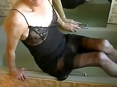 en la bañera usando un M&S resbalón negro