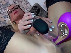 Posh sunny leon solo in bed MILF with hungry big cunt