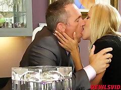 Kajenje vroče blond milf Alexis Fawx jahanje srečo fantje petelin