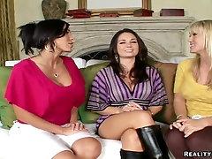 big sex head nurses पत्नी गुदा सेक्स करना चाहता है