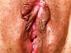 Amimdan Offers Her Juicy Pussy