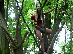 Beautiful jepan montok hots pees from a tree