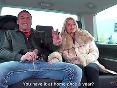 Stepmom gauti trijų jaunų dicks van važiuoti