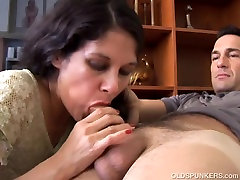 Lovely older anal and condom 3some is such a hot fuck and loves to eat cum