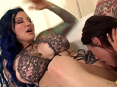 Makayla Cox lesbian pussy licking with tattoo babe