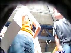 en tanga - filmada por debajo de la falda - upskirts