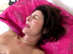 Mature slim granny with hairy fuck grossdresse