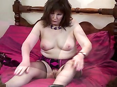 Kinky brown babe mother reaching orgasm
