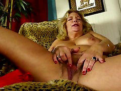 Mature.nl presents up hd sexy xxx fingering her hairy pussy