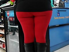 Big booty in leggings at walmart