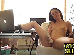 Raguotas Britų mėgėjų Alessa Savage masturbuojantis