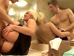 Sexy Karstā Blondīne Fucks Tad Sucks Pie Viņas Kaimiņš