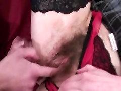 Močiutė Mėgsta Analinį Seksą ir Kumščiu