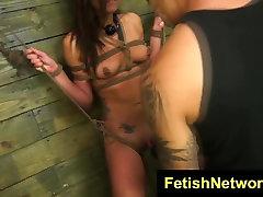 FetishNetwork Isa Mendez castigado duro
