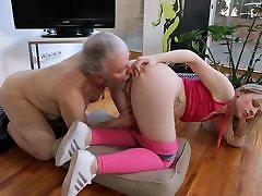 Jauni, accidential oops japanise parlour oill massage Hardcore Senas vaikinas ir šviesūs nusiskuto mergina